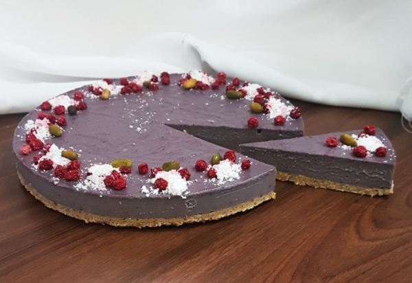 Raw cheesecake z černicami