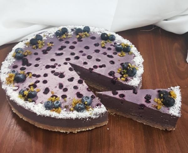 čučoriedkový raw cheesecake s kokosom