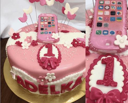 Detská torta s ružovým mobilom a motýlikmi