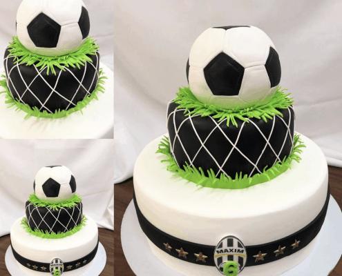 Detská futbalová torta s veľkou futbalovou loptou