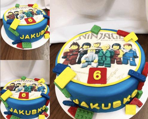 Detská narodeninová torta s jedlým obrázkom ninjago a kockami lega