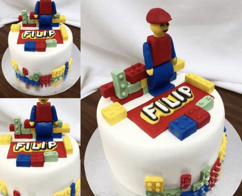 Detská torta s postavičkou lego a farebnými kockami