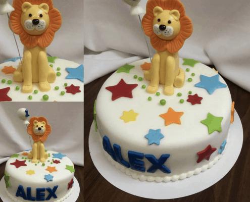 Detská torta s veľkým levom a farebnými hviezdičkami