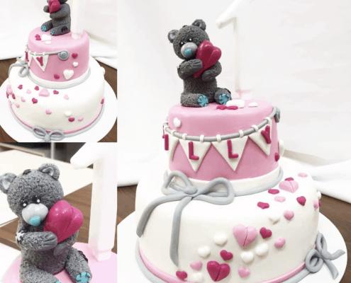Detská torta s macíkom a srdiečkami s mašličkou
