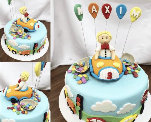 Detská torta s autíčkom a balónikmi a lentilkami