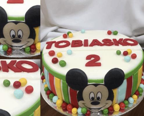 Veselá detská torta s mickeym a farebnými guličkami