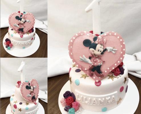 Detská torta s minnie v srdiečku s veľkou sviečkou