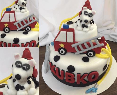 Detská torta s hasičským autom a psíkom a hydrantom