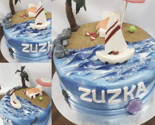 Narodeninová plážová torta s loďkou a pieskom