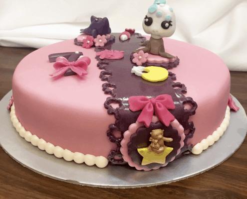 Detská torta pre dievčatá s príšerami a mašľou