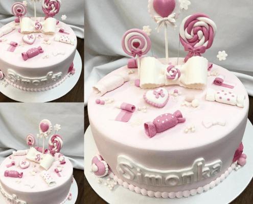 Jemná torta pre dievča s lízatkami a cukrovinkami jahodová