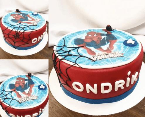 Chlapčenská narodeninová torta so spidermanom a pavúčou sieťou