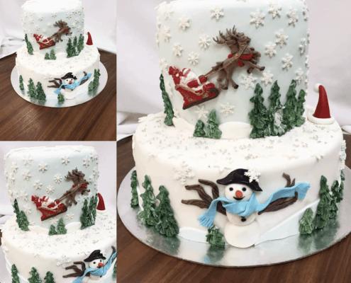 Vianočná torta so snehuliakom a sobmi so santa clausom