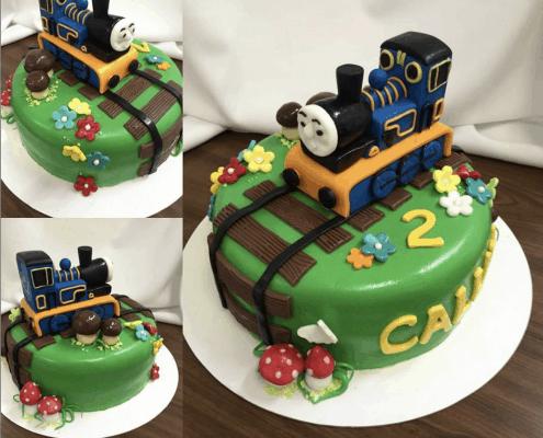 Veselá torta s vláčikom Thomasom a hríbikmi plnená ovocným krémom