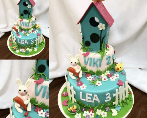 Veselá detská torta s búdkov pre vtáčiky a zajačikom