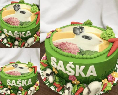 Detská veselá torta v žiarivej zelenej so zajačikom