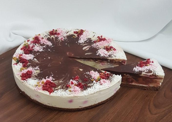 Raw malinovo cokoladova torta