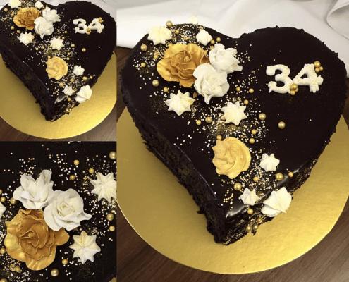Narodeniová torta v tvare srdiečka s perličkami a pusinkami