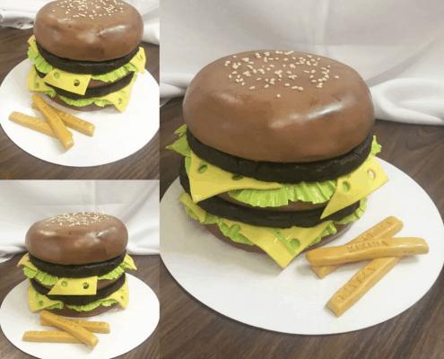 Narodeninová torta burger s hranolkami