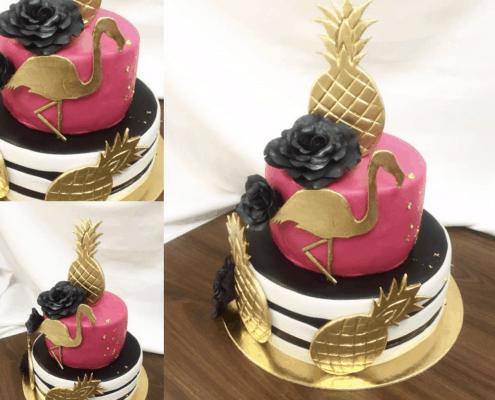 Narodeninová torta so zlatým plameniakom a ananásom