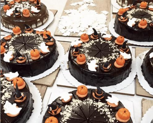 Narodeninová torta s ozdobami halloween
