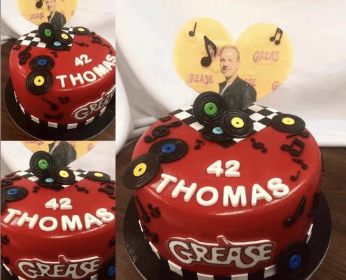 Narodeninová torta s prvkami hudby