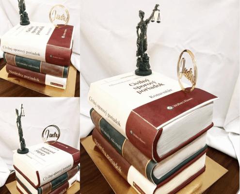 Narodeninová torta s motívom právnických kníh a justície