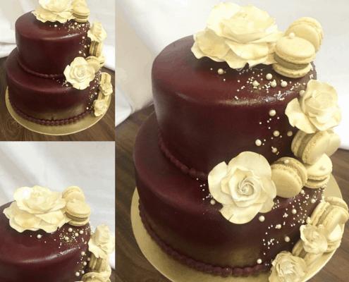 narodeninová torta s kvetmi v smotanovej farbe s perlami