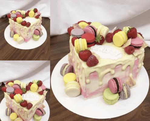 Narodeninová torta s makarónkami a čerstvým ovocím