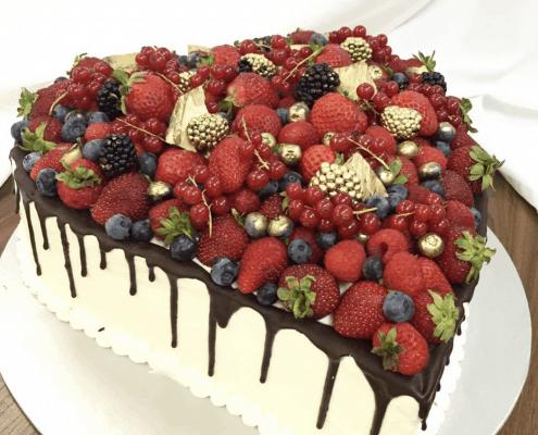 Narodeninová torta s pozláteným ovocím a krém z mascarpone a belgickou čokoládou