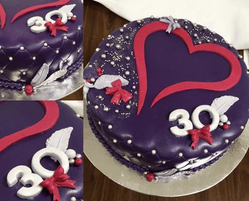 Narodeninová torta s výrazným srdiečkom a perličkami
