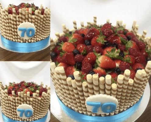Narodeninová torta s ovocím a trubičkami