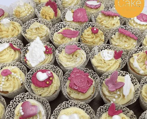 Narodeninové cupcakes s pierkami a flitrami