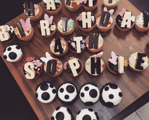 Narodeninové cupcakes so vzorom dalmatín