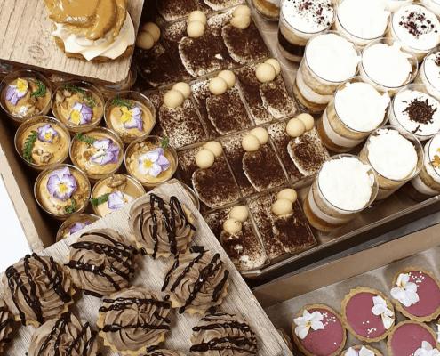 Výber dezertov v candy bare
