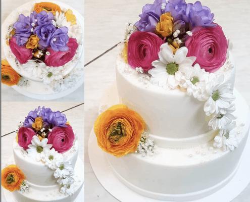 Svadobná torta s kvetmi a perličkami