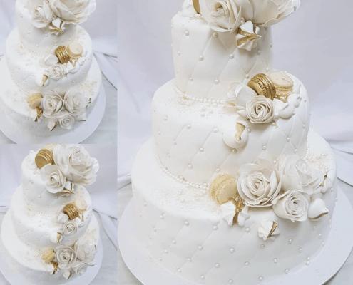 Svadobná torta s matracovým vzorom a zlatými makarónkami