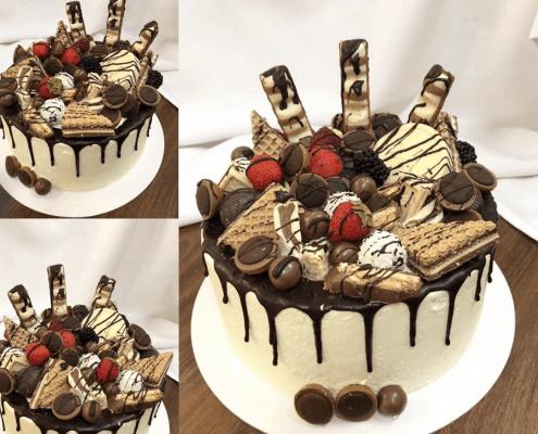Bezlaktózová narodeninová torta so sladkosťami a jahodami