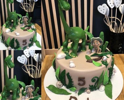 Chlapčenská torta s dinosaurusom v džungli