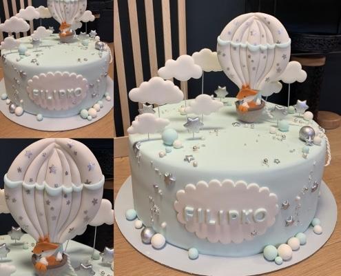 Jemná detská torta s líškou v balóne v jemnej modrej so striebornými hviezdičkami
