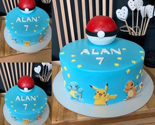 Modrá torta s pokébalom a hviezdičkami