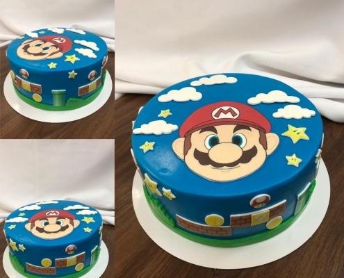 Torta s tvárou super mario hviezdami a obláčikmi