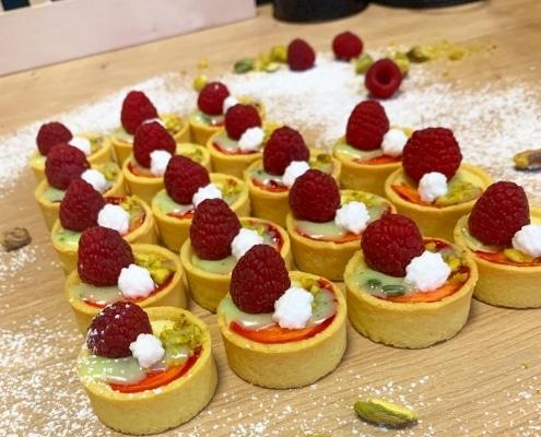 mini cheesecakes s malinami a pistáciami