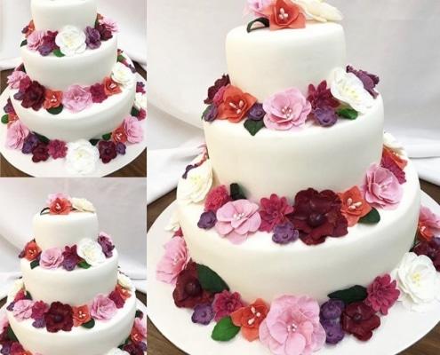 Svadobná torta s fondánovými kvetmi