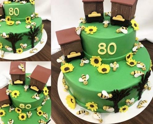 Zelená torta s uľami a slnečnicami a včelami